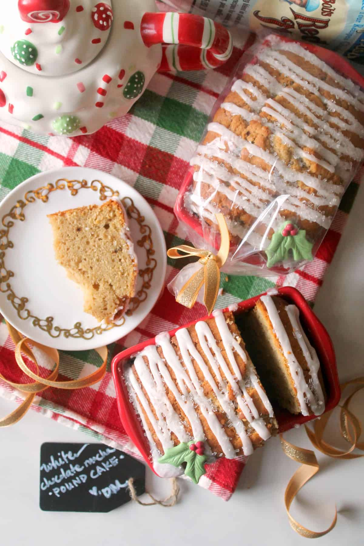 White Chocolate Mocha Pound Cakes via The Kitchen Prep. A perfect DIY holiday gift!