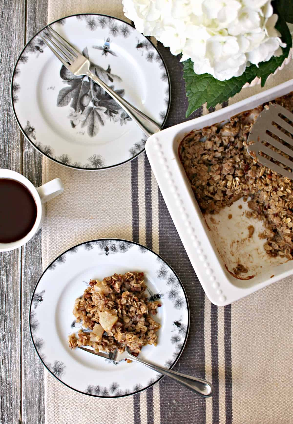 Spiced Pear Oatmeal Bake! Resolutions for starting the day on a more nutritious note will be easy to keep with this healthy baked oatmeal recipe. Made with hearty oats, juicy pears and warming spices, this easy, make-ahead breakfast will be one you look forward to daily!