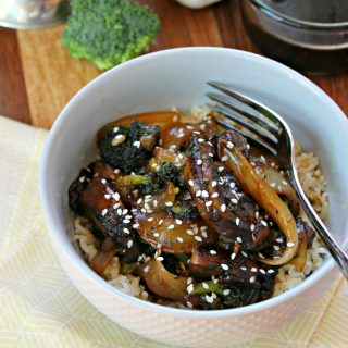 Teriyaki Mushroom Bowls! Sweet and salty homemade teriyaki glaze coats hearty portobellos, caramelized onions and broccoli, served over rice or noodles. Faster than takeout, these mushroom bowls take no time at all to prepare, making it a perfect dinner for meatless Mondays.